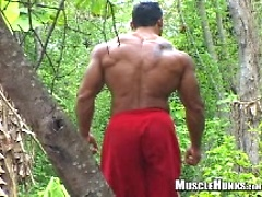 Ezequiel outdoors. Posted by: Muscle Hunks