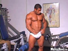 Roberto Bueno getting naked. Posted by: Muscle Hunks